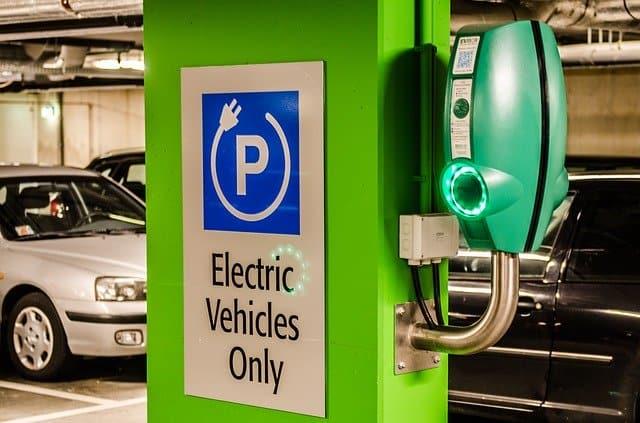 עמדת טעינה ביתית לרכב חשמלי