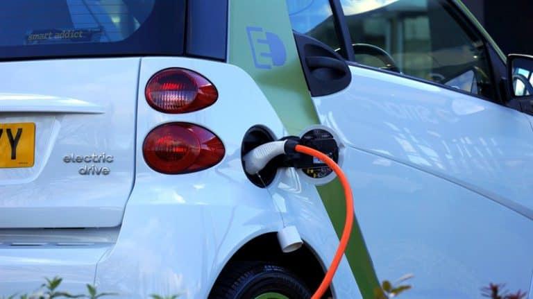 כמה עולה עמדת טעינה לרכב חשמלי